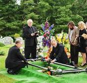 Cum se desfasoara o inmormantare? Cum trebuie sa se pregateasca rudele defunctului?